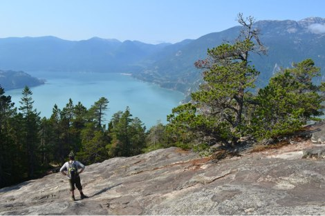 Subiendo la última ladera de granito para llegar a la primera cima