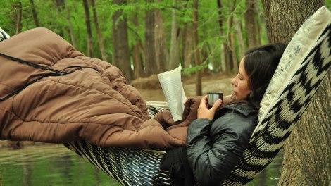 Disfrutando un tecito caliente y un buen libro