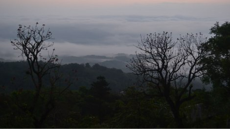 De madrugada bajando al  Sótano de las Golondrinas