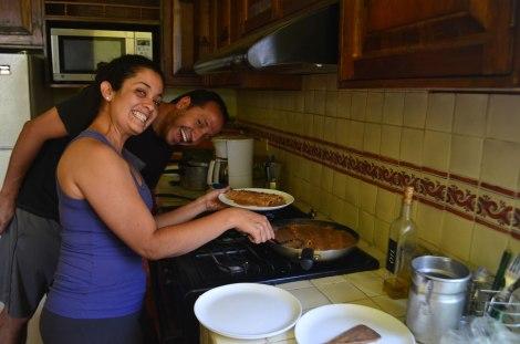 Cocinando enfrijoladas