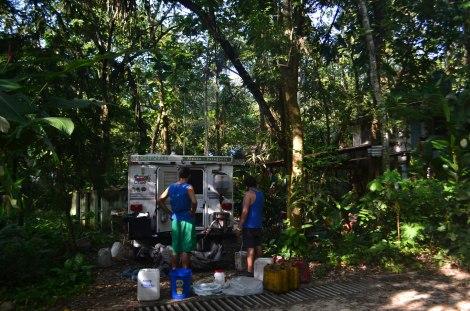 Filtrando aceite en plena selva, Palenque