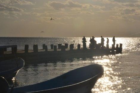 Vic pescando al amanecer, Puerto Morelos