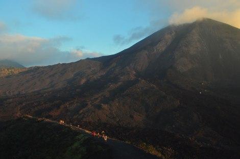 Trekking al lado del volcán Pacaya
