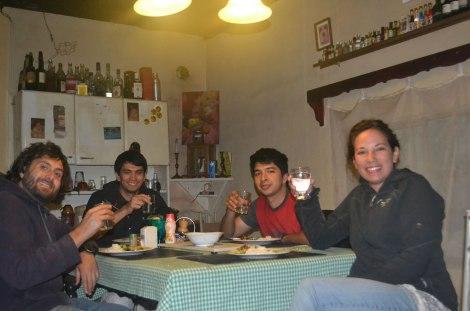 Con Damián y Danilo disfrutando una rica comida y buenas conversas!