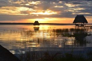 Uno de los increíbles atardeceres en el Lago