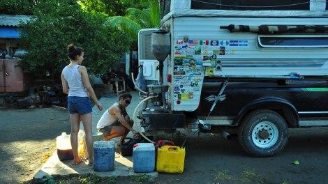 Filtrando aceite y los bomberos sapeando atrás...