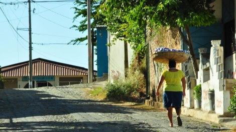 """""""El paaaaaaaaaaaaan, el paaaaaaaaaan""""... tremendo vozarrón de esta señora, por las calles de Suchitoto"""