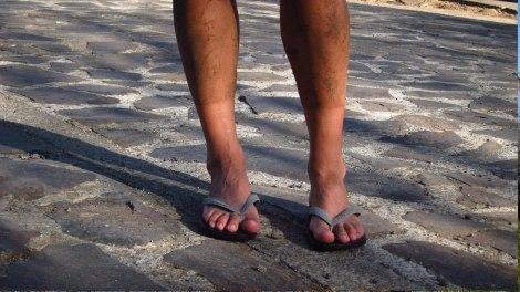 Parecen piernas de hombre, pero es el barro al sacarme los bototos y calcetines!
