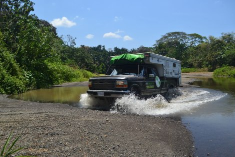Por suerte estamos en temporada seca y el río no estaba tan profundo