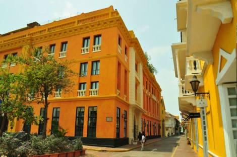 La ciudad amurallada es espectacular, mantiene la arquitectura colonial y está muy bien mantenida