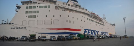Acá estamos varios de los que cruzamos en el penúltimo Ferry Xpress
