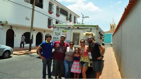 Con Diami y su familia en el centro de Coro