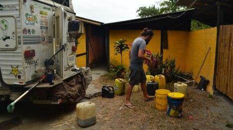 El Hotel Acantilado nos dio como 120 litros de aceite!